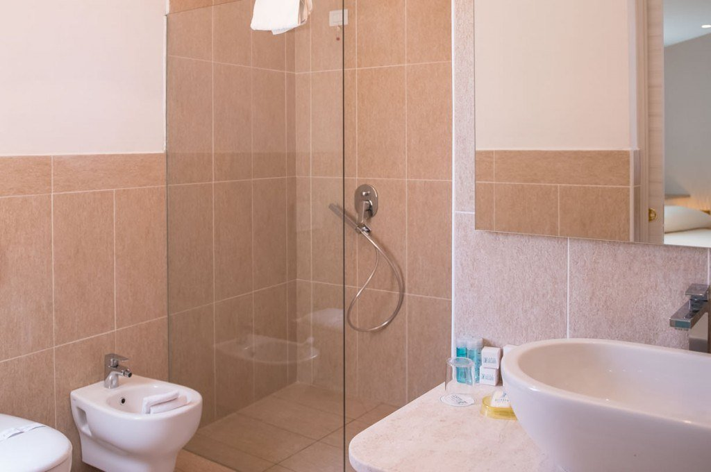 hotel-ollastu-olbia-sardegna-suite-jacuzzi4